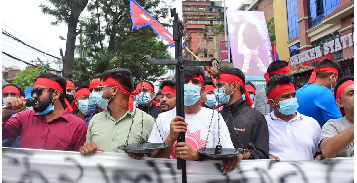 सडकमा ओली समर्थकको प्रदर्शन : फैसला मानिँदैन - Nepal Page Nepal Page